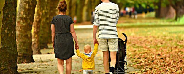 """C'est quoi le """"pôle famille et jeu"""" ? Le «pôle famille et jeu» se déplace sur les communes de notre territoire pour des après-midis/soirées en famille. Nous proposons ces temps […]"""